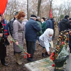 Митинг в День памяти неизвестного солдата прошёл в Новопавловске (фото 6)