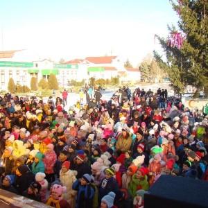 Театрализованное новогоднее представление у городской ёлки (фото 3)