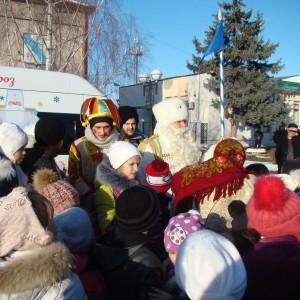Театрализованное новогоднее представление у городской ёлки (фото 8)