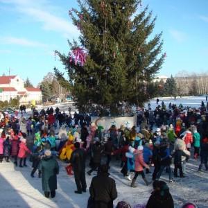Театрализованное новогоднее представление у городской ёлки (фото 6)