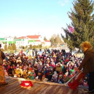 Театрализованное новогоднее представление у городской ёлки (фото 2)