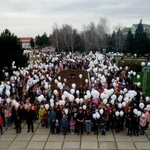 Акция в память о погибших при пожаре в городе Кемерово прошла в Новопавловске (фото 2)