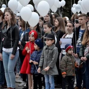 Акция в память о погибших при пожаре в городе Кемерово прошла в Новопавловске (фото 3)