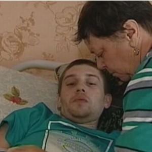 Чтобы спасти внука-инвалида, бабушка продаёт дом