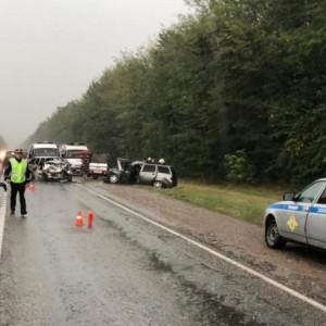При лобовом столкновении машин в Кировском округе погибла женщина