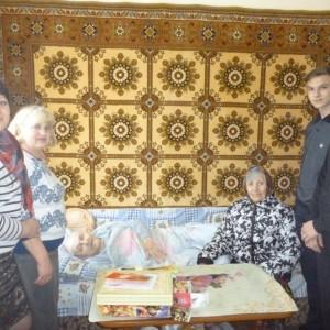 В Новопавловске школьники помогли одинокой пенсионерке
