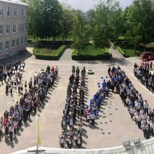 Школьники Новопавловска приняли участие в краевой акции за мир на Земле (фото 1)