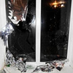 Обидчивый житель Новопавловска разбил 11 окон в доме неприятеля
