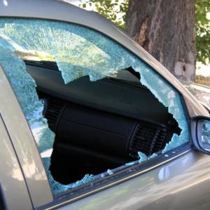 Обидчивый мужчина разбил стёкла автомобиля знакомого в Новопавловске