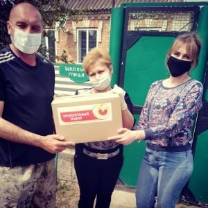 Более 2000 благотворительных продуктовых наборов вручили в Кировском городском округе
